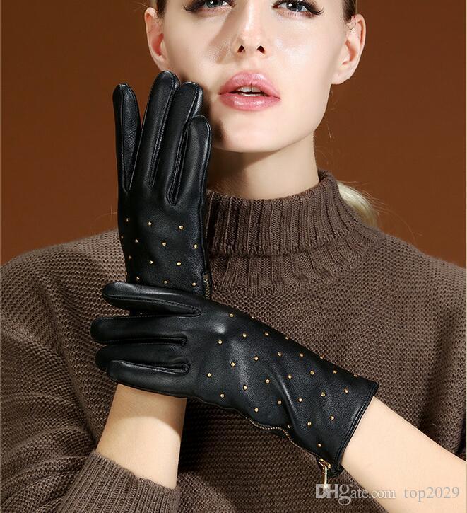 Femmes hiver fourrure top qualité Véritable En Cuir Sexy De Luxe Conduite Écran Tactile gants Zipper rivet punk doux chaud gants en peau de mouton doigt