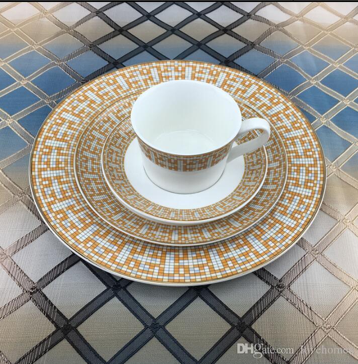 Platos planos de lujo 2 piezas juego de té de cerámica europeo juego de café de porcelana Coffee Pot Coffee Plato taza de café conjunto CT0148