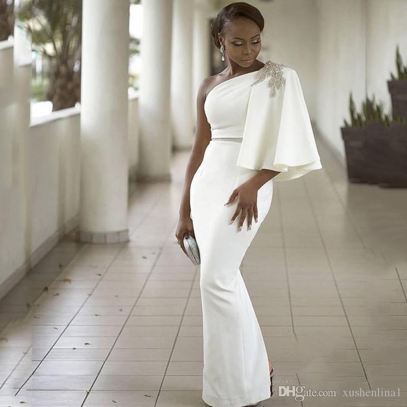 2018 Biały Jeden Osłona Ramska Evenig Sukienki z Cape Sash Bling Koraliki Powrót Dolna Split Prom Suknie Sexy African Satin Party Dress