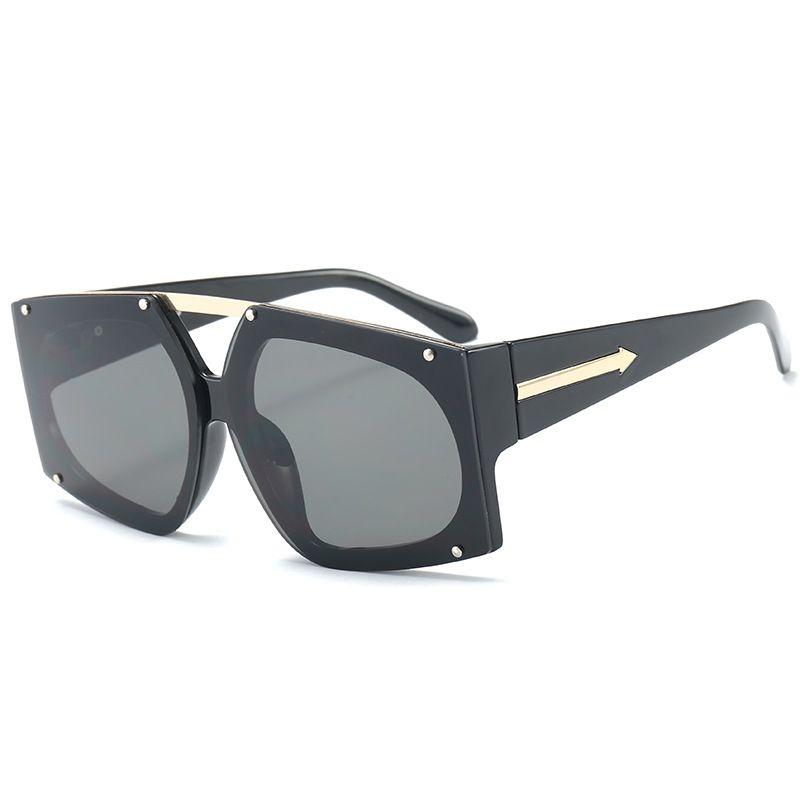 Gafas de sol de moda de mujer de marca diseñador Marco rectangular Moda Gafas de sol Playa viajes de vacaciones Una buena visión unisex del poste libre UV400