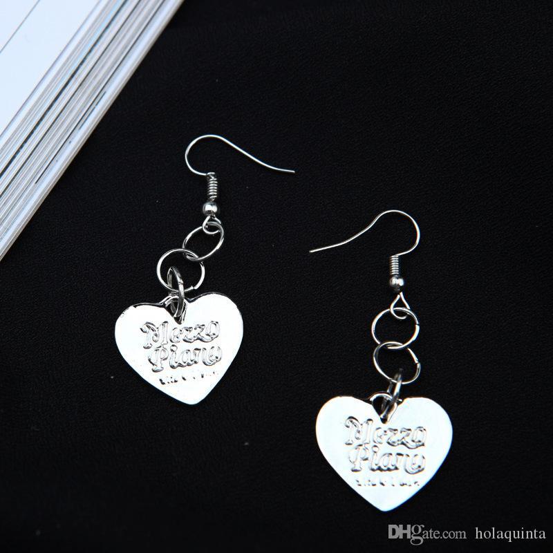 Pendiente caliente del corazón de la venta para la muchacha Nueva joyería de la manera Letra de plata Pendientes del amor de las lentejuelas para las mujeres Accesorios