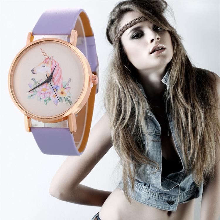 Mujeres Moda Amantes lindos Pareja Cuero Dibujos animados Unicornio Flor Caballo Relojes Nuevas mujeres Vestido de mujer Relojes de pulsera de fiesta de cuarzo