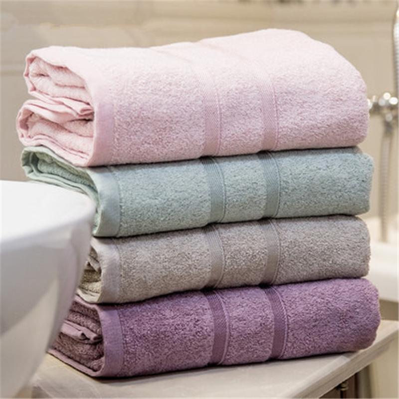Une serviette de bain 100% fibre de bambou pour hommes et femmes utilise une serviette de bain épaissie pour adultes