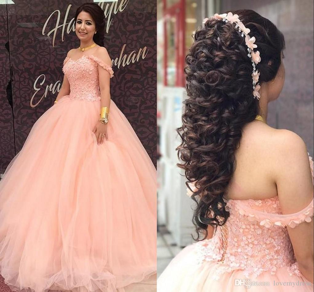 2021 Coral Sweet 16 Dresses Off the Ramię Gown Tulle Gorset Powrót 3d Kwiatowe kwiaty z rękawami Quinceanera Prom Dress Tanie