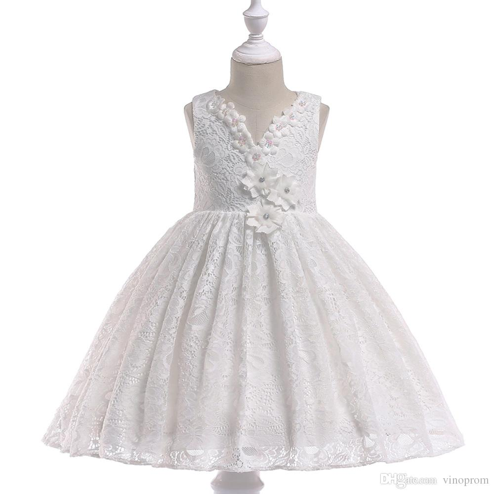2018 Lovely Little Flower Girls Dresses Pizzo 3D fatto a mano Fiori Cappella senza maniche Cappella Train con grandi abiti reagenti Bowk