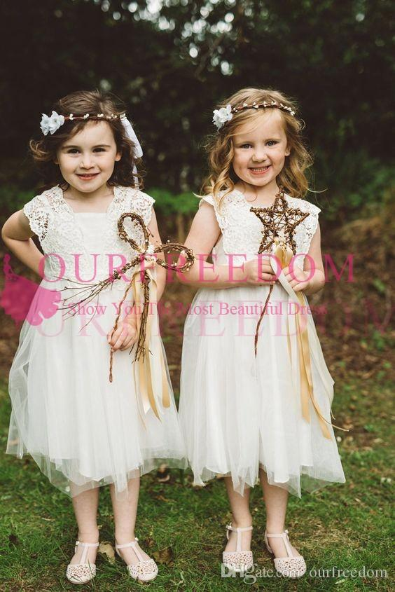 2019 Lovely Lace Short Flower Girls Dresses Jewel Neck Cape Sleeve Cute Garden First Communion Dresses For Beach Garden Wedding Custom Made