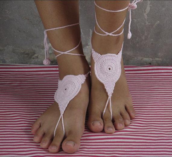 Sandalias descalzas, zapatos desnudos de ganchillo rosa, novia, boda de damas de honor, joyería del pie, cordón del victorian, sexy, yoga, tobillera, playa de la danza del vientre.