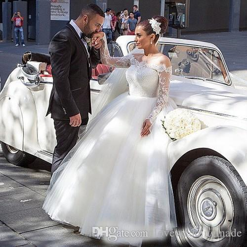 2018 Vintage Plus Size Ball Gown Wedding Dresses Bateau Lace Top Long Sleeves Puffy Bridal Gowns Button Back Custom