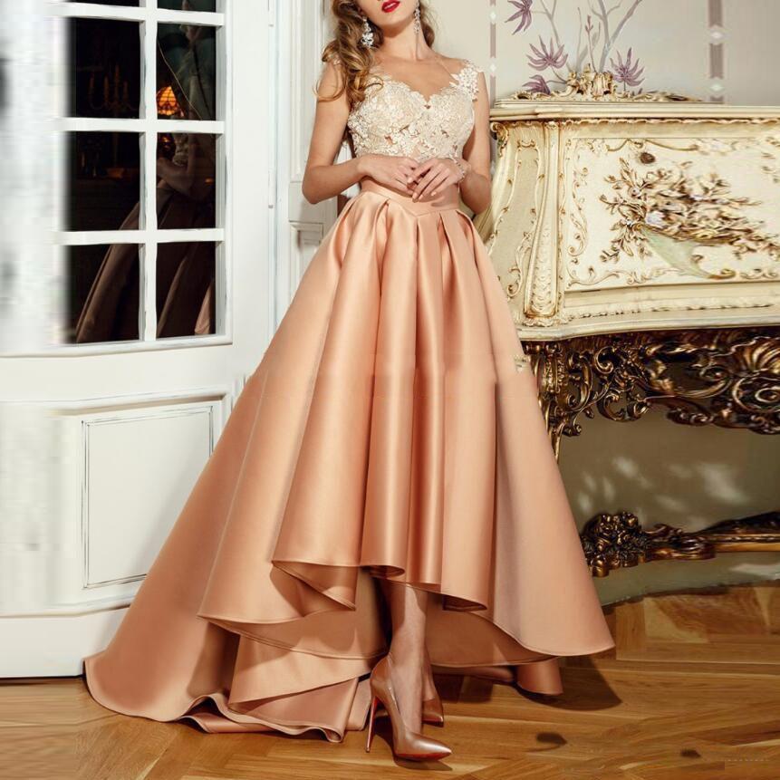 Elegancka sukienka w wysokiej niskiej wieczorowej 2018 Nowa z aplikacjami Koronki Długie Sheer Powrót Robe De Soiree A-Line Party Party Suknie