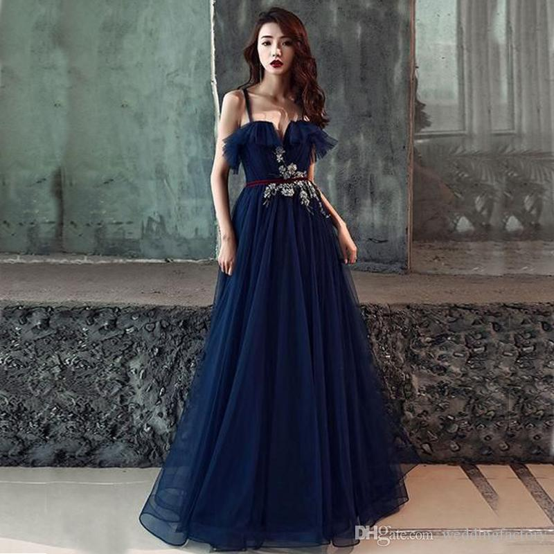 2019 Stunning Navy Blue Prom Dresses Spaghetti Straps Ruffles Neck Lace Appliques A-line Evening Party Gowns Floor Length with Sash