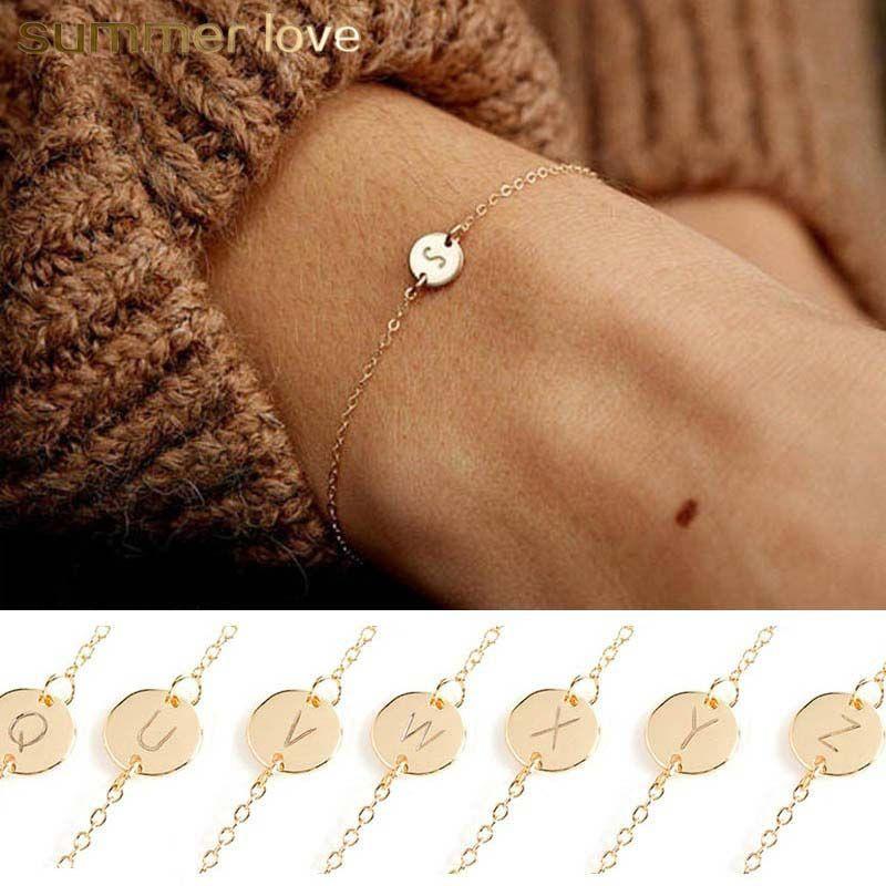 Minimalismo 26 lettera iniziale fascino del braccialetto per le donne moda color oro ragazza lettera disco fascino cavigliera catena a-z alfabeto gioielli