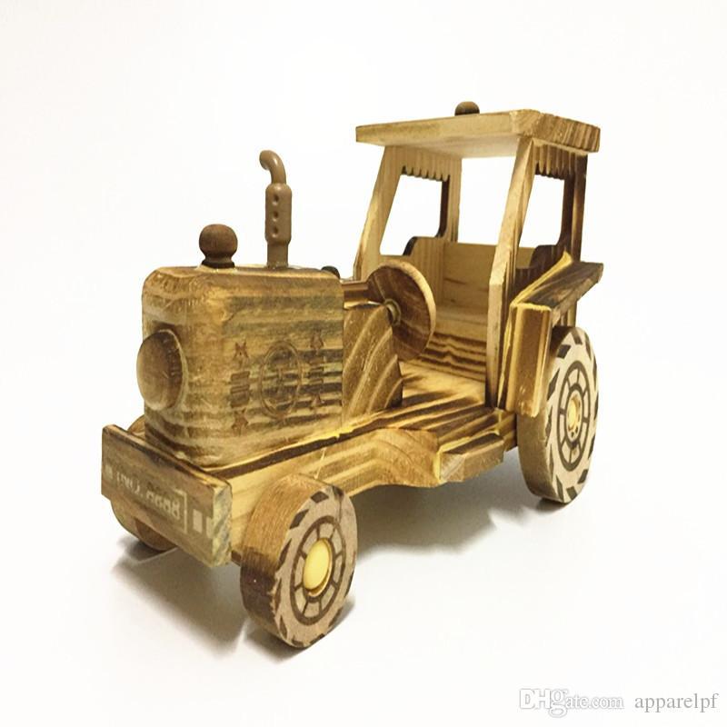 Modello di trattore in legno