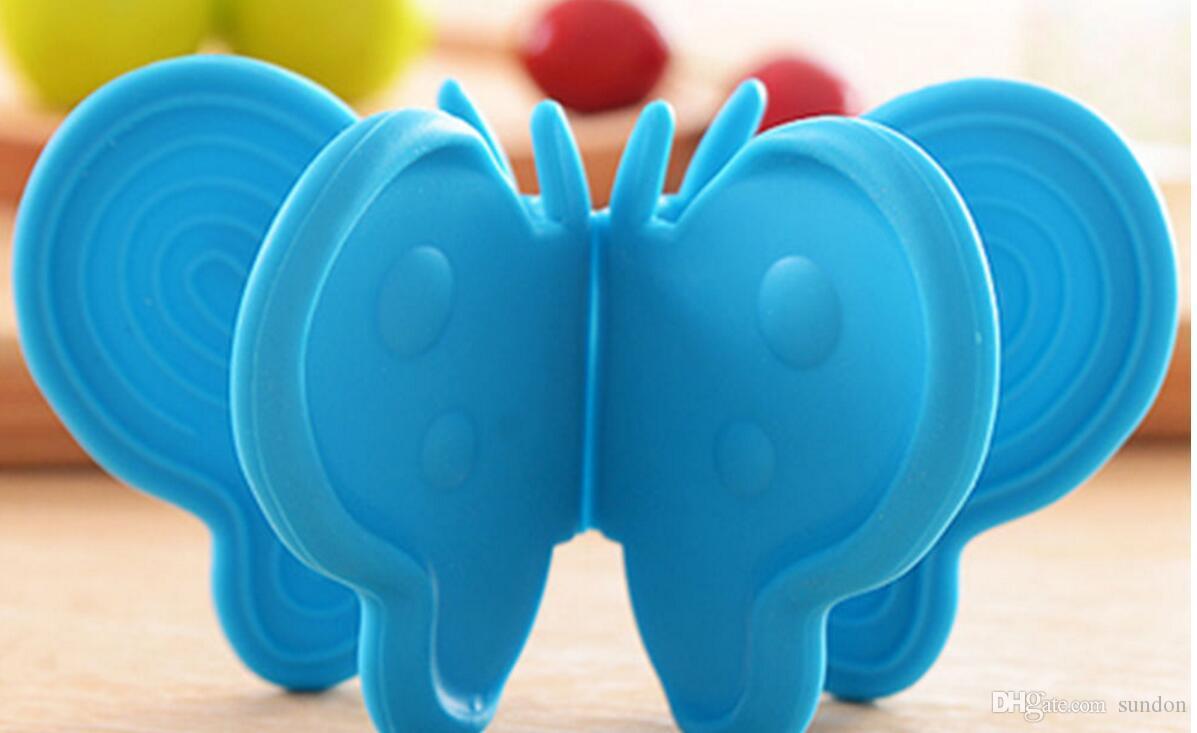 Forma de la mariposa de silicona resistente al calor sostenedor de pote de guantes de plato bandeja de clips contra escaldaduras herramienta de la cocina del multicolor
