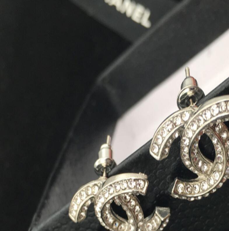 Yeni sıcak ünlü tasarımcı taklidi alfabe küpe kulak klip bayanlar takı hediye moda aksesuarları