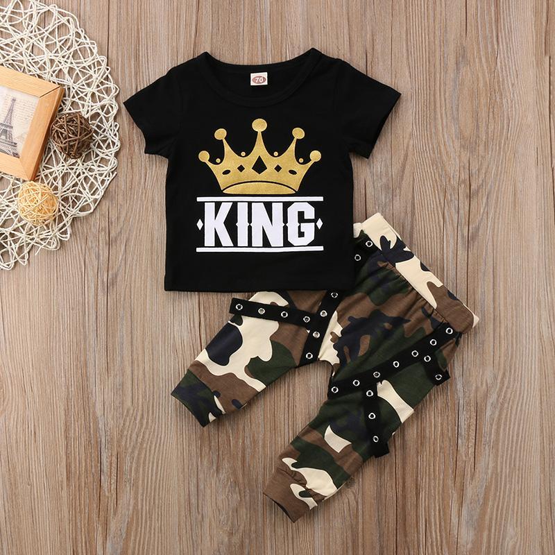 Mode Nouveau-né tout-petits enfants Vêtements bébé garçon Ensemble à manches courtes Couronne Imprimer KING Tops T-shirt + camouflage Harem Pantalon Tenues 2PCS