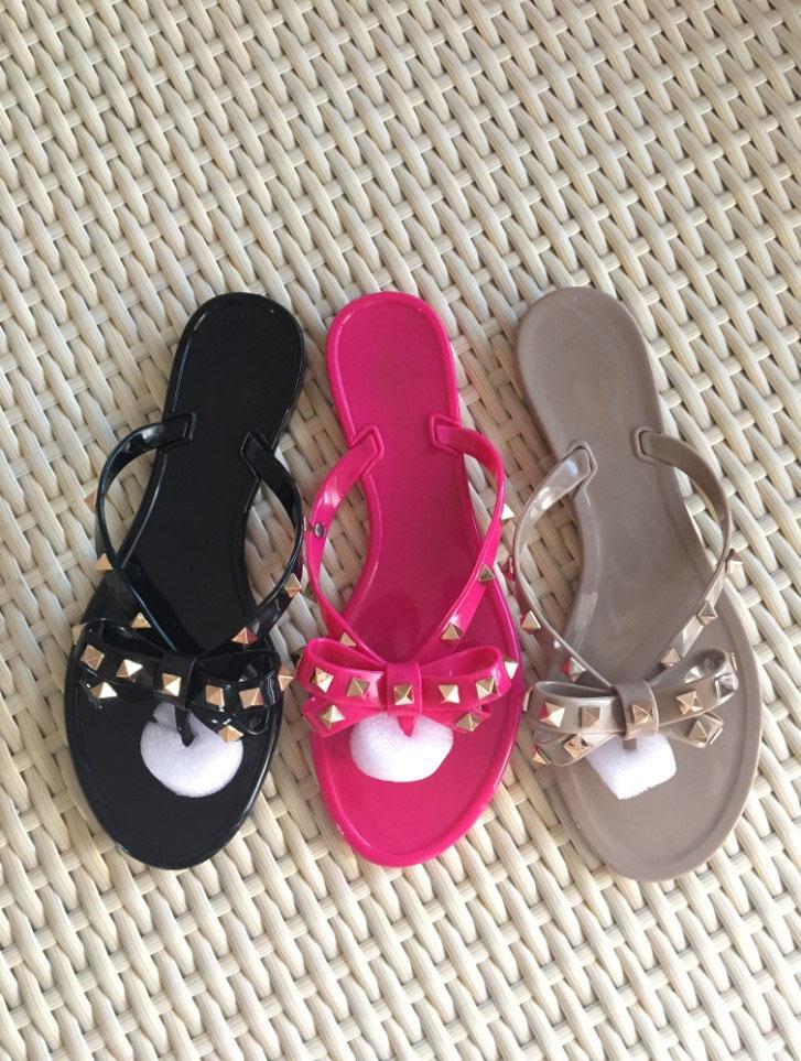 2018 vente chaude des femmes flip flops filles casual mignonne en plastique souple plage diapositives jolie flat rivet pantoufles chaussure taille 41 40 noir