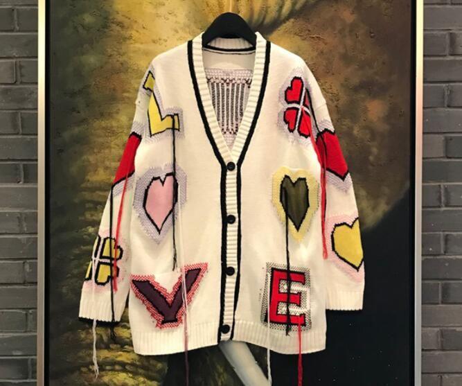 2018 가을 새로운 디자인 여성의 화려한 사랑의 심장 문자 자수 술 술 장식 패치 워크 니트 중간 롱 스웨터 카디건 코트