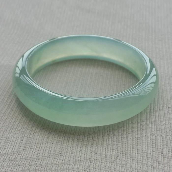 Types de glace de bracelet de jade vert clair naturel pour les femmes authentique couleur jadeite quartzite jade bracelets de mode exquise