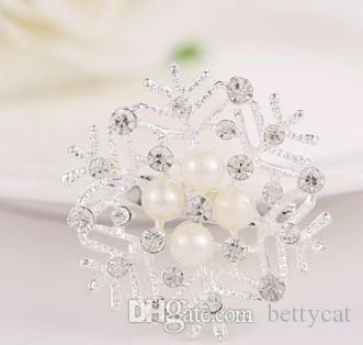Neue ankunft frauen modeschmuck legierung schnee blume perle hochzeit diamant Brosche partei liebhaber weihnachten