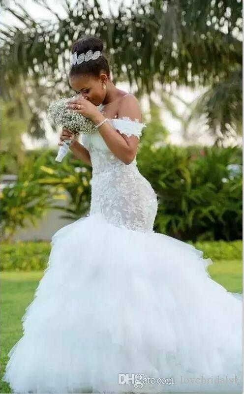 Очаровательные свадьбы плечевые свадебные платья с платьями с ярусами юбка кружевной аппликации пухлые африканские аравии плюс размер свадебных платьев
