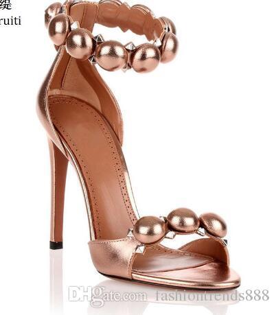 Rose Gold Leather Stiletto Heels Mulheres Sapatos Dedo Do Pé Aberto Salto Alto Mulheres Sandálias Cravejado Rebite Tornozelo Fivela Mulheres Bombas