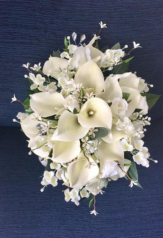 Gelin Buketi Ipek Düğün Çiçek Beyaz Yapay Calla Lily Kiraz Çiçekleri Gelin Aksesuar Ev Partisi Bahçe Süslemeleri