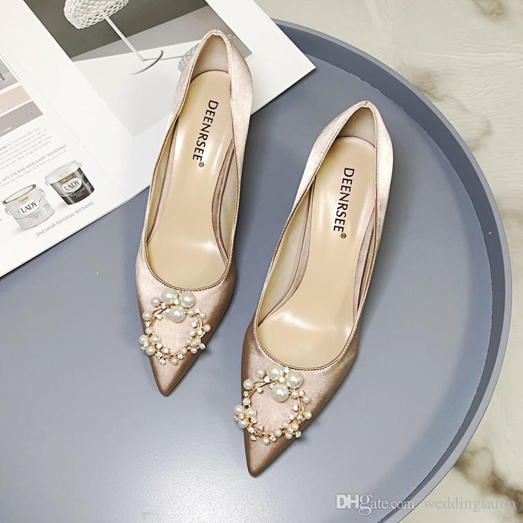 Модные туфли на шпильках Шелковые свадебные туфли для невесты Стразы Роскошные дизайнерские каблуки Жемчуг заостренный носок Плюс Размер Свадебная обувь