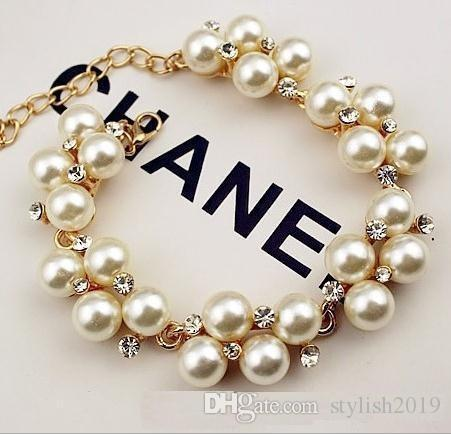 Pulsera de diamantes de imitación chapada en oro Pulsera de perlas retro de moda europea y americana Pulsera con cuentas a468