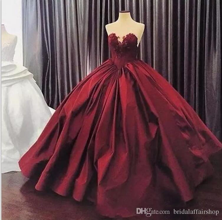 Borgogna Prom Dresses Appliques Ball Gown Elegante Sweetheart senza maniche con applicazioni in pizzo Satin Skirt 15 Girl Quinceanera Gowns