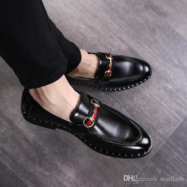 Scarpe eleganti da uomo Luxury Designer italiano Mocassini Rivetto in pelle con fibbia in metallo Uomo Slip on Flats Oxfords Dress Shoes Q-412