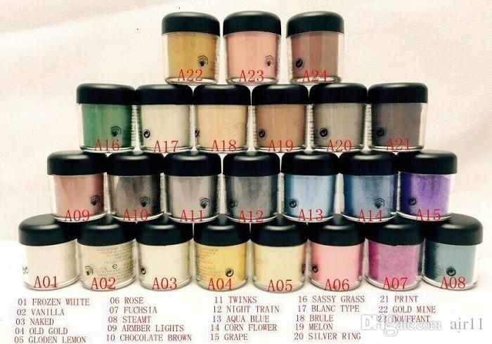 NOUVEAU pigment fard à paupières / Mineralize l'ombre des yeux avec les couleurs Nom anglais 24 couleurs (12pcs / lot) (couleur d'envoi aléatoire)