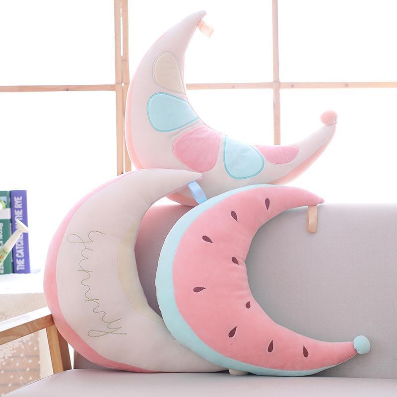 2018 Cartoon sandía juguete de peluche luna almohada decoración de la habitación cojín fotografía prop niñas regalos de cumpleaños juguetes creativos personalizados