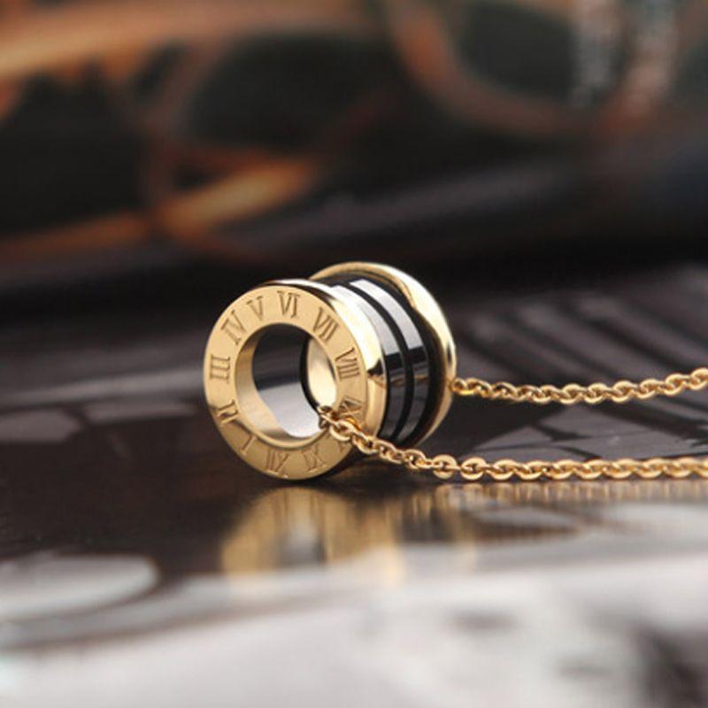 2021 النساء الفاخرة مصمم مجوهرات الأرقام الرومانية السيراميك قلادة القلائد rosegold اللون الفولاذ الصلب رجل قلادة الذهب مربع مربع