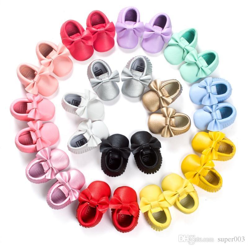 Bebê Mocassins Crianças Meninas Partido Princesa Sapatos Casuais PU Macio Flats Arco 14 Cores Sapatas Da Menina Do Bebê Primeiros Caminhantes