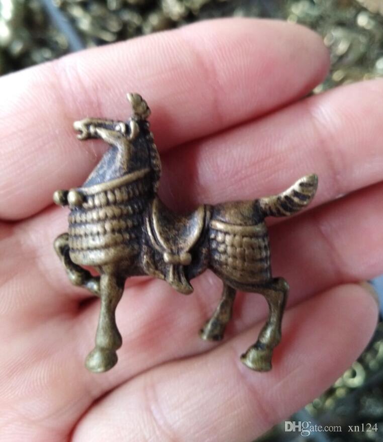 Colección miscelánea antigua pequeños ornamentos artesanías antiguas ornamentos