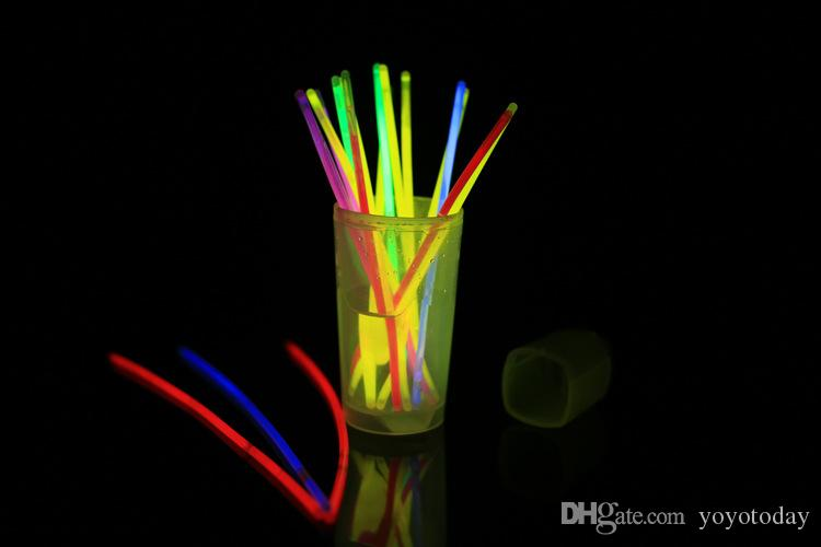 Multi color Glow Stick Safe Light Stick Collar Pulseras Fluorescentes para evento Fiesta festiva Concierto Decoración LED intermitente Light Stick 7.8 ''