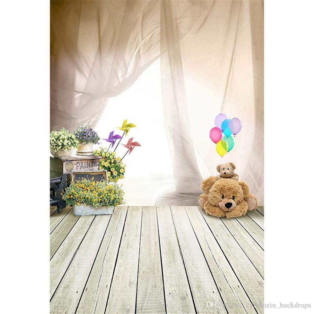 داخلي غرفة الطفل خلفية التصوير مشرق ضوء الستار لعبة الدب بالونات الناعمة الزهور أطفال الأطفال صورة خلفية خلفية أرضية الخشب