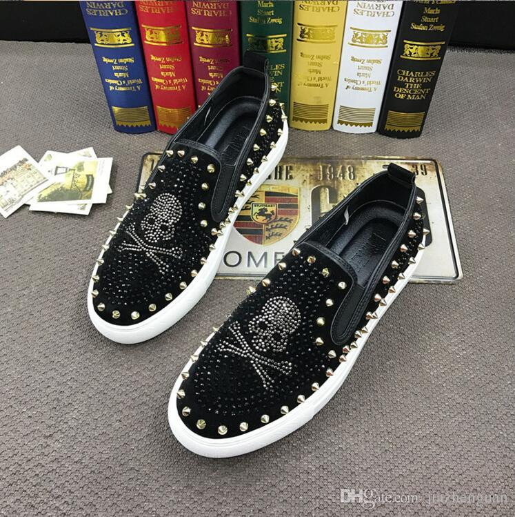 2019 New Italy Style Fashion skull Men loafers Black Diamond Rhinestones Spikes men shoes Rivets Casual Flats sneakers J47