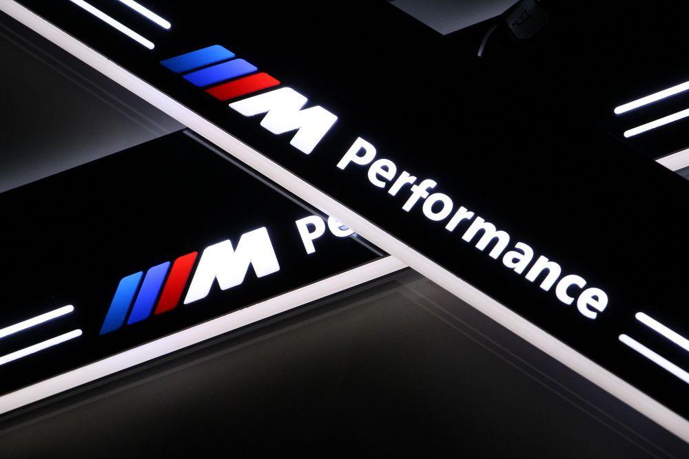 2X 사용자 정의 1998-2005에서 BMW E46를위한 자동차 장식 액세서리 도어 창문 문턱 보호판 환영 페달 등을 실행하는 LED