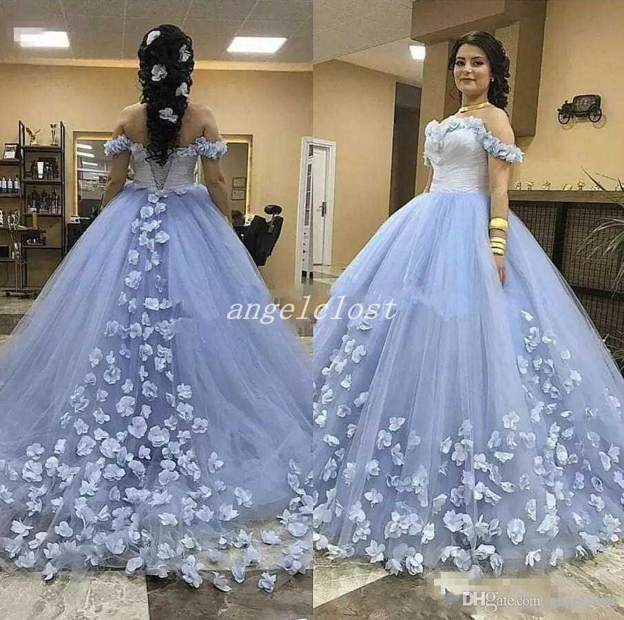 Işık Sky Blue Balo Quinceanera Elbiseler Kapalı Omuz Sweep Tren 3D Çiçekler Balo Parti Törenlerinde Için Tatlı 15 vestidos de 15 anos