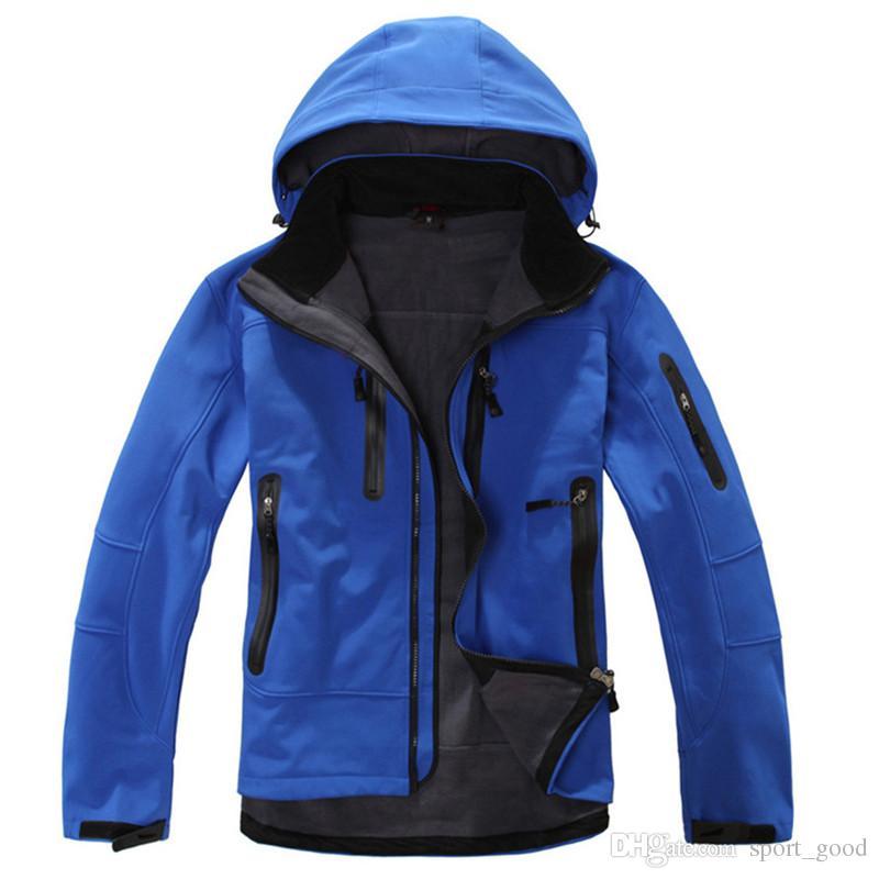 Brasão homens Jacket impermeável inverno térmica Outdoor Caminhadas Jacket Brasão homens Softshell Montanhismo Camping Ski Vestuário Casacos com capuz