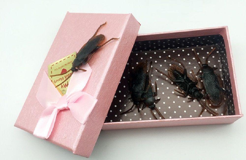 Funny Joke Tricky Toys 8 pezzi per confezione regalo - Scherzi di scarafaggi falsi - Gli insetti di scarafaggio sembrano reali