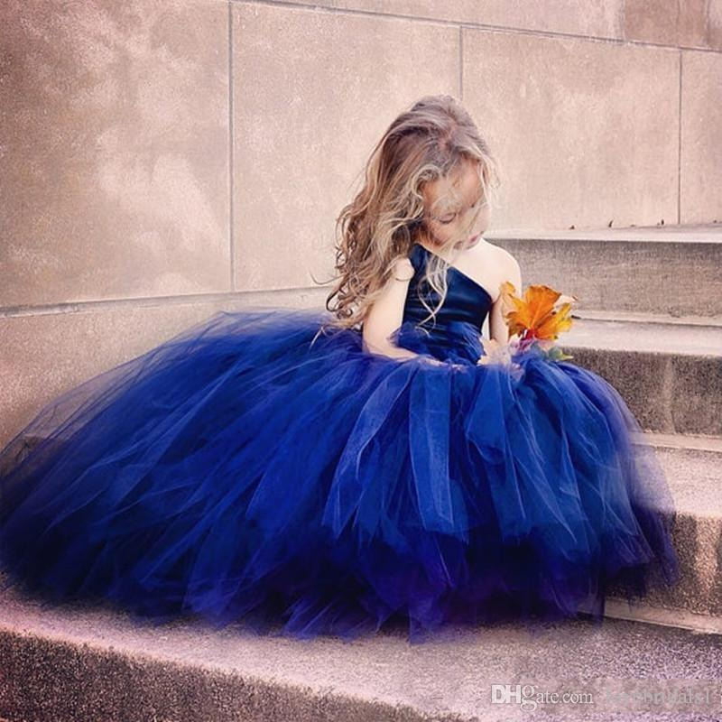 Bella Royal BlueTulle Ball Gown Flower Girl Abiti Per Matrimonio con una spalla oro paillettes Ragazze Abiti da spettacolo Abiti da festa per bambini lunghi