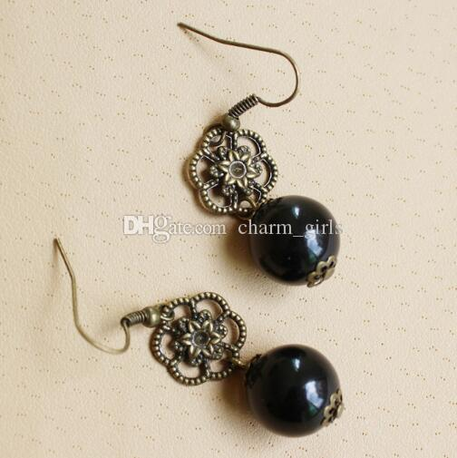 new hot Boucles d'oreilles coréennes en bronze rétro simples et exquises avec fleurs creuses et boucles d'oreilles en perles noires