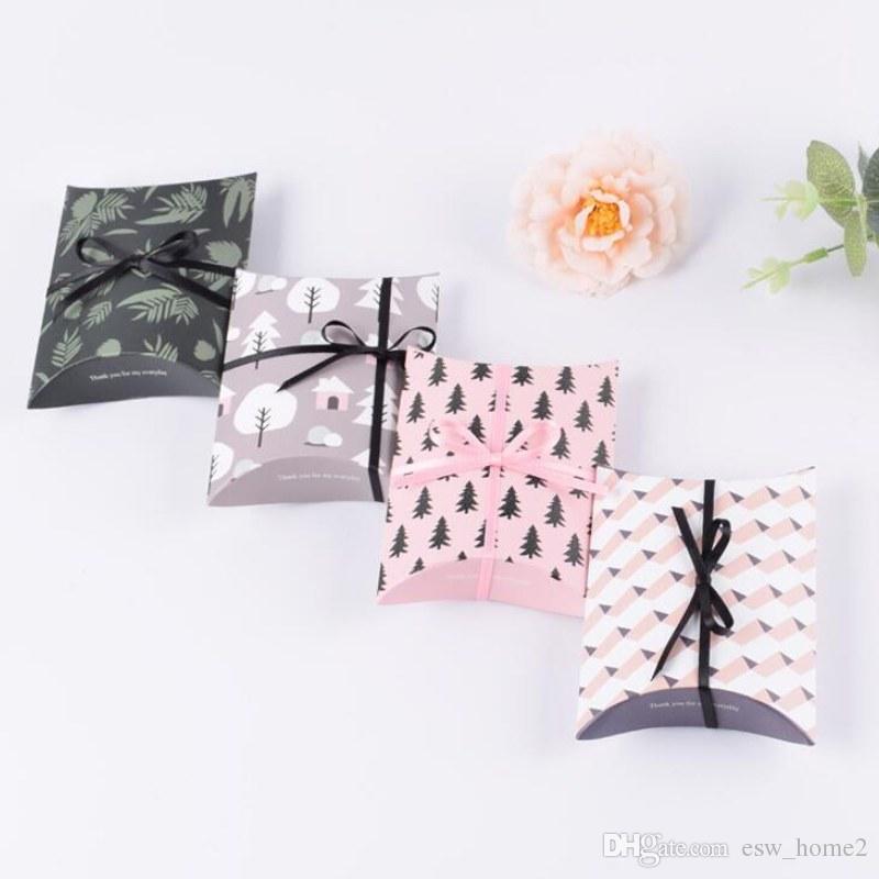 Sevimli Kraft Kağıt Hediye Kutusu Yastık Şekli Düğün Parti Lehine Favor Hediye Şeker Kutuları Hediye Kağıt Şerit Kutusu Çanta Temini