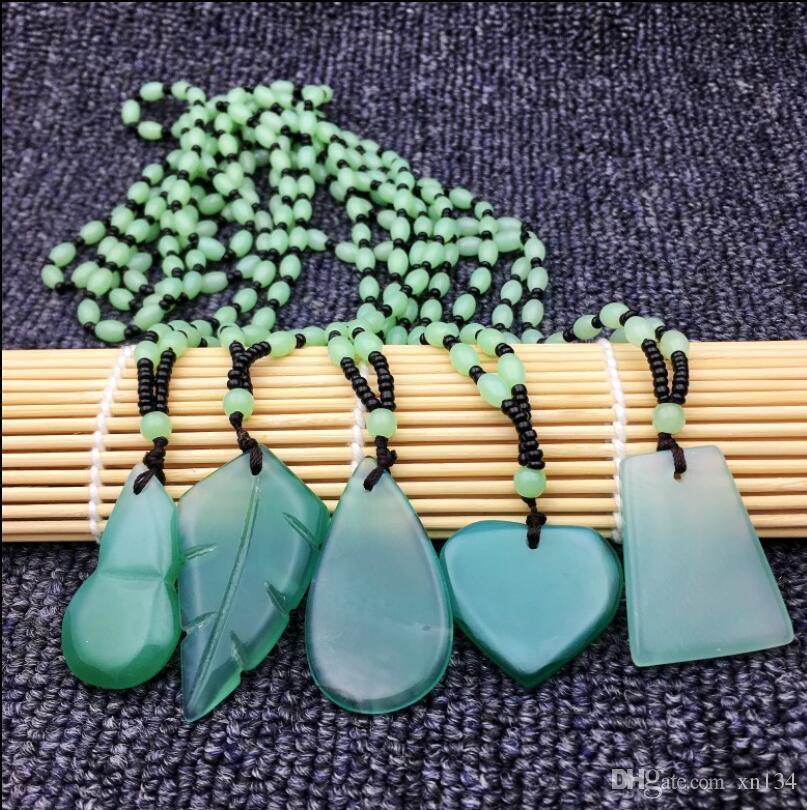 CELADON JADE NECKLACE Leaf Pendant Gift arachidi verde catena di giada maglione piccole decorazioni fresche regalo di compleanno