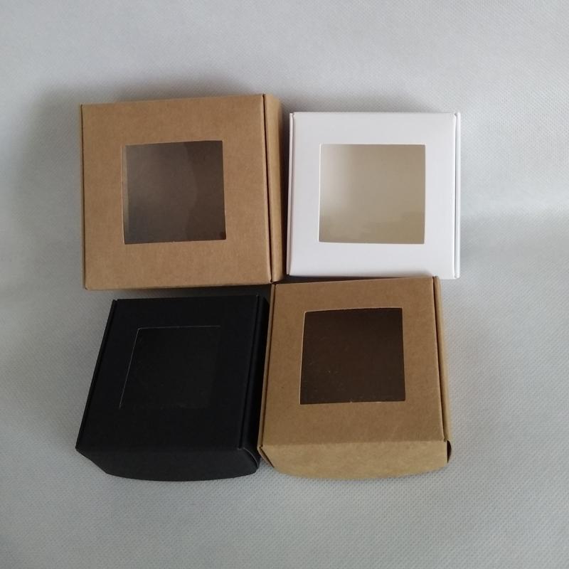 50pcs 75 * 75 * 30mm, 85 * 85 * 35mm bianco scatola di carta pieghevole kraft con finestra in pvc nero craft wedding candy box imballaggio regalo scatole di cartone packa