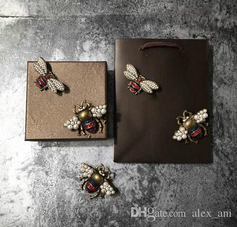 2018 hot sale fashion woman pins famous bee brooches 2styles size pearl gold retro technology glamour with box