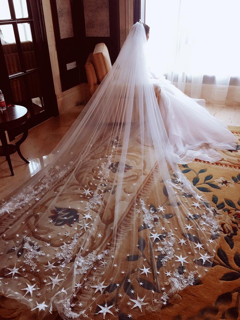 Arrivée en gros luxe 4 mètres Edge pleine avec Star dentelle bling Paillettes long mariage Voile avec peigne Blanc d'Ivoire Bridal Veil 2018 chaud