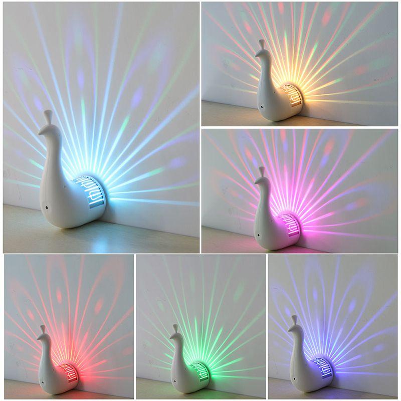 Neue Mode 3D Nacht Pfau Projektion Light Home Wall Peacock USB Lade LED Bunte Projektion Magische Licht Home Party Decor